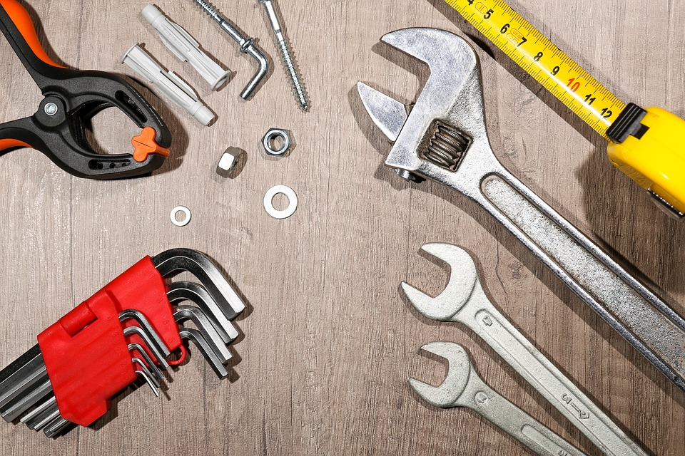 tools for fixing a leaky kitchen faucet